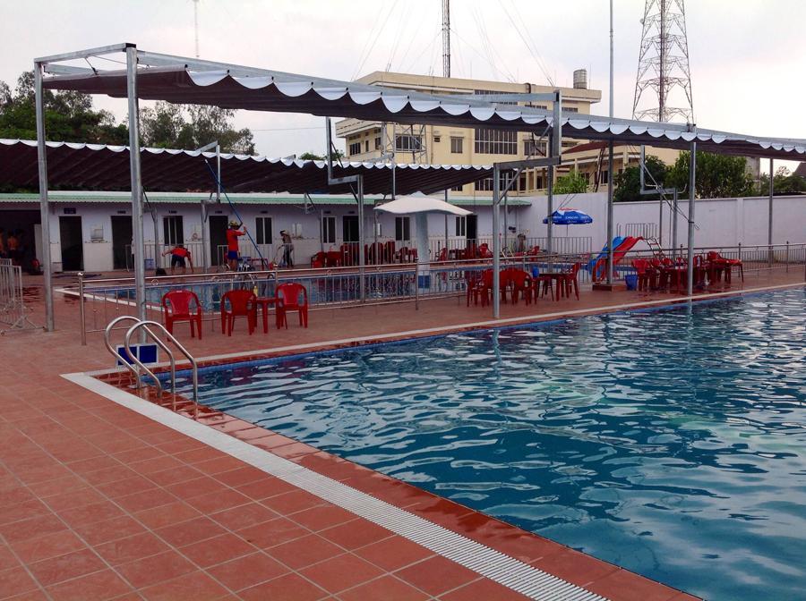 Lắp Đặt Mái Xếp Lượn Sóng Cho Hồ Bơi Giá Rẻ